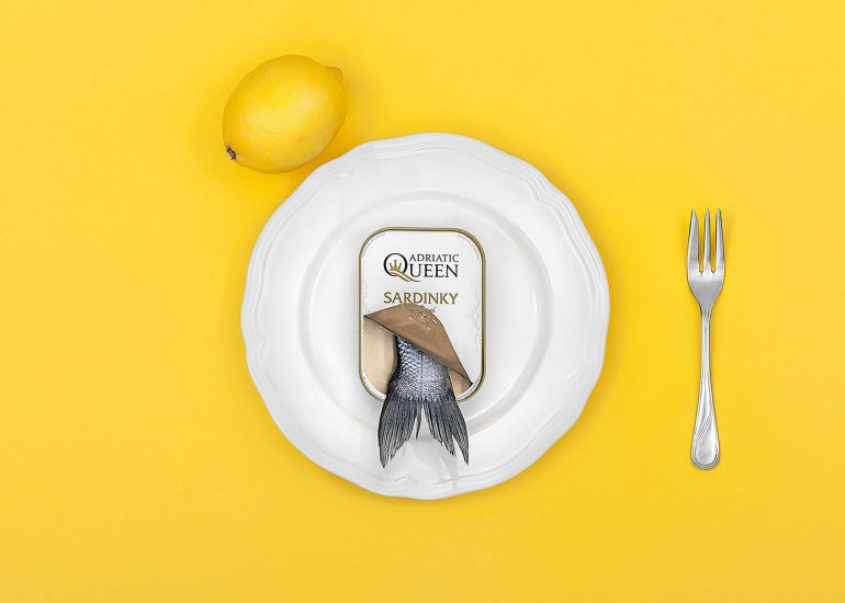 Studio product photography, fish on plate with lemon, yellow by Roman Mlejnek