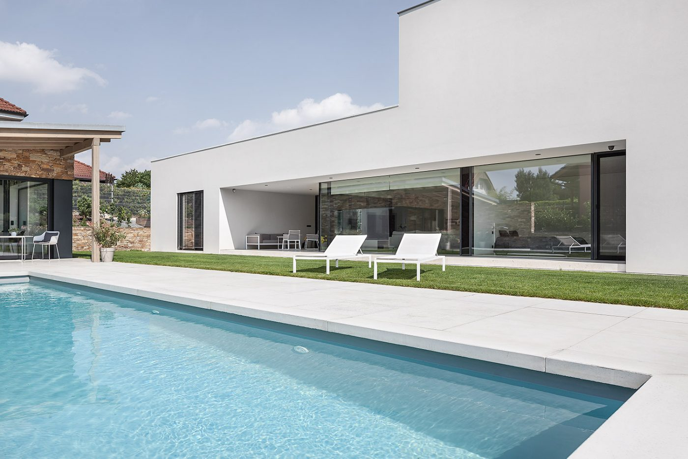 Family vila with pool in Petrovice designed by architects Labor13